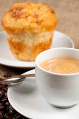 Desayuno con cafe y madalena
