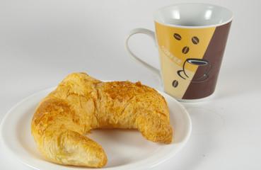 croissants mit kaffe
