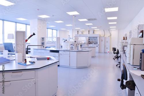 Leinwanddruck Bild scientists working at the laboratory