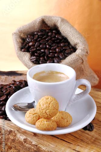 Caffè espresso con amaretti