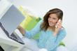 junge frau sucht einen job im internet