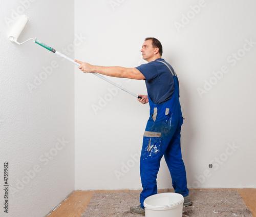 mann beim streichen