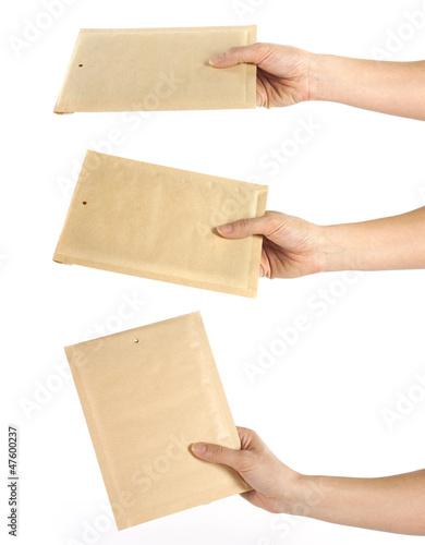 Set di mani con le buste
