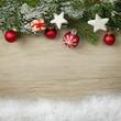 Weihnachtliches mit Schnee auf Holz