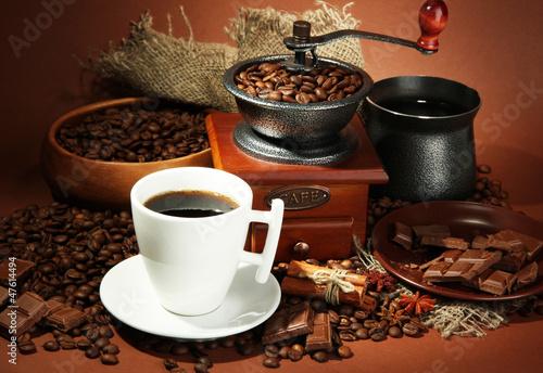 Zdjęcia na płótnie, fototapety na wymiar, obrazy na ścianę : cup of coffee, grinder, turk and coffee beans