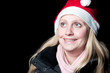 Junge Frau mit Weihnachtsmütze.