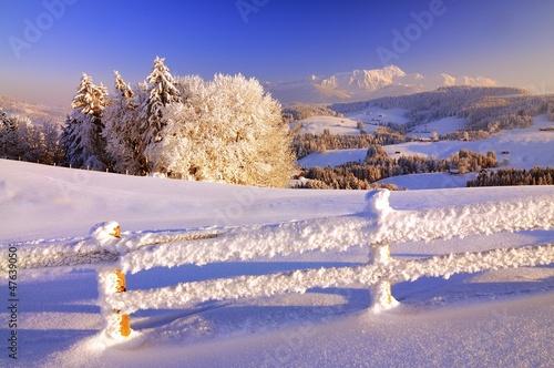 Keuken foto achterwand Heuvel Winterlandschaft in der Schweiz