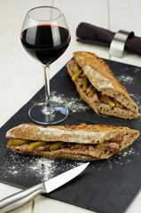 sandwiches de pâté de campagne & vin rouge 1