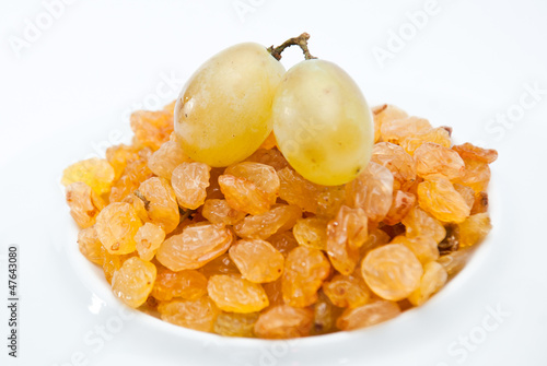 fresh and dry grapes