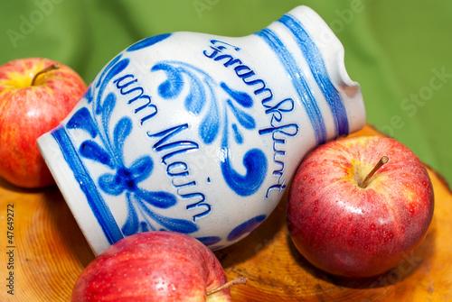 Leinwandbild Motiv Echter Frankfurter Bembel für hessisches Kultgetränk Apfelwein