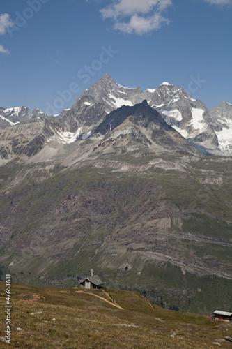スイスアルプスの雄大な眺め