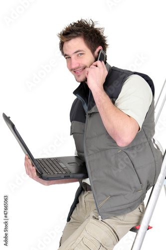 Tiler with a phone and laptop