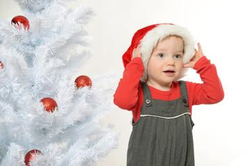 Lächelndes Mädchen an Weihnachten