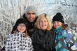 Familie in Winterlandschaft