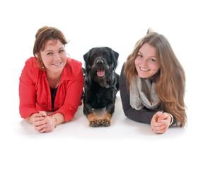 Mutter, Tochter, Hund