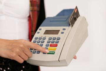 Kartenzahlung im Geschäft