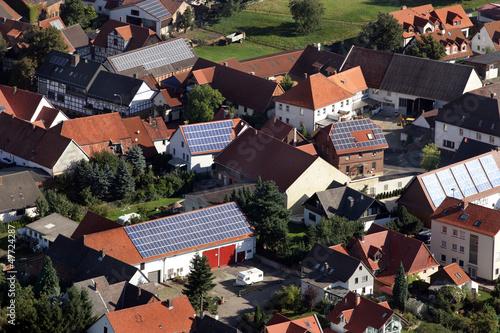 Leinwandbild Motiv Luftbild eines Dorfes