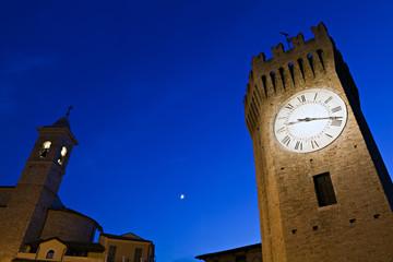 San Benedetto del Tronto, la Torre dei Gualtieri al crepuscolo