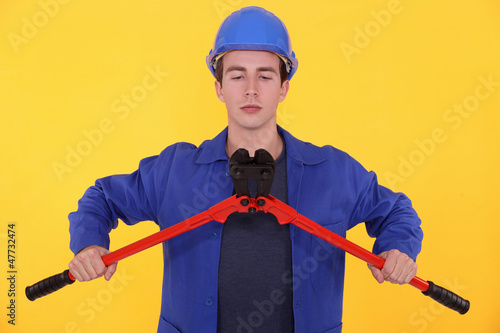 Builder using bolt cutters
