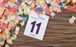 Konfetti mit Kalenderblatt auf Holz Fasching 2013 I