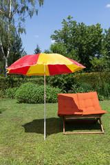 Sonnenliege mit Schirm