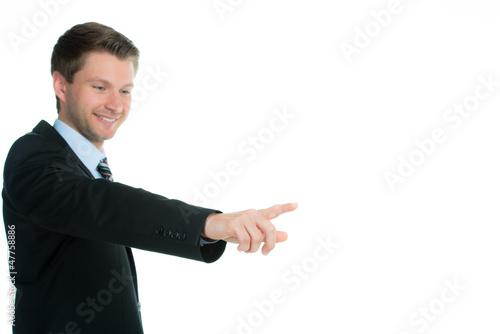 geschäftsmann erklärt mit den fingern