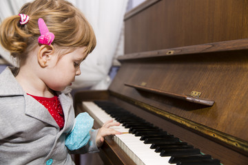 Small pianist