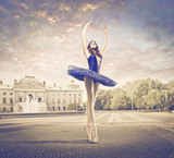 Fototapety Ballerina in the Town