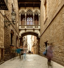 Pont de la rue Bishop dans Barri Gotic, Barcelone