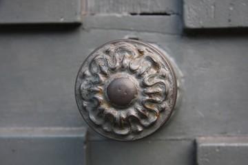 Poigné de porte ancienne à Paris