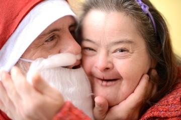 Père Noël et une femme trisomique