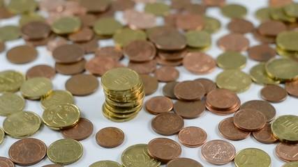 Wachsender Turm aus Kleingeld