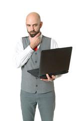 Ratloser Geschäftsmann mit Laptop