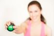 Frau mit Fitnesseball