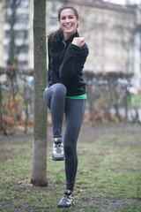 Fitnesstrainerin beim Sport