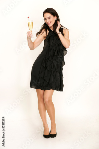 Frau mit schwarzem Kleid