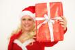 Nikolausfrau mit Geschenk