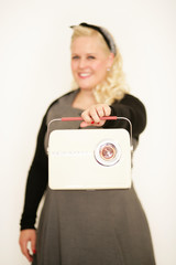 Blondine mit Handtasche