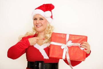 Weihnachtsfrau mit Geschenk in der Hand