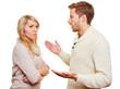 Mann schimpft mit seiner Freundin