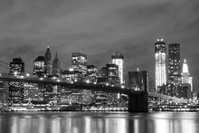 "Постер, картина, фотообои ""Brooklyn Bridge and Manhattan Skyline At Night, New York City"""