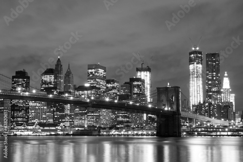 Poster Brooklyn Bridge and Manhattan Skyline At Night, New York City