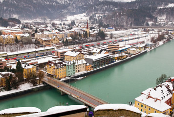 Veduta di Kufstein dalla omonima fortezza e fiume Inn