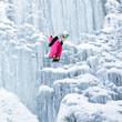 salto su cascata di ghiaccio