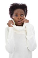 Eine Afrikanerin friert