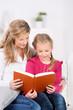 mutter und kind lesen zusammen