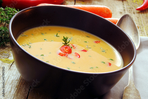 Carrot soup with thyme, vegetable  and vegetarin meal