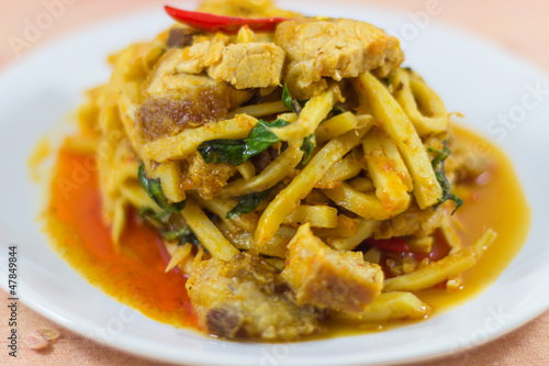 Crispy pork  and bamboo shoot curry