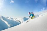 Kobieta narciarz freeride