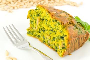 Cake salato con spinaci e pinoli